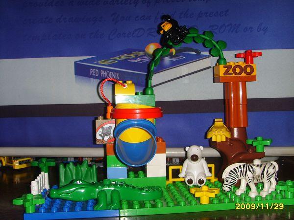 乐高的动物园系列之一,萱萱两岁的时候买的.