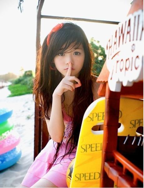 清纯可爱小美女长发粉裙写真
