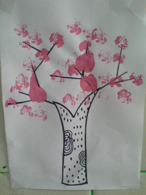 活动要求:学习使用手指点画(迎春花);使用餐巾纸团沾画(桃花).