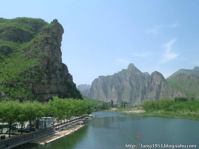 十渡的主要景点有:南方大峡谷、穆柯寨、青江沟、孤山寨、