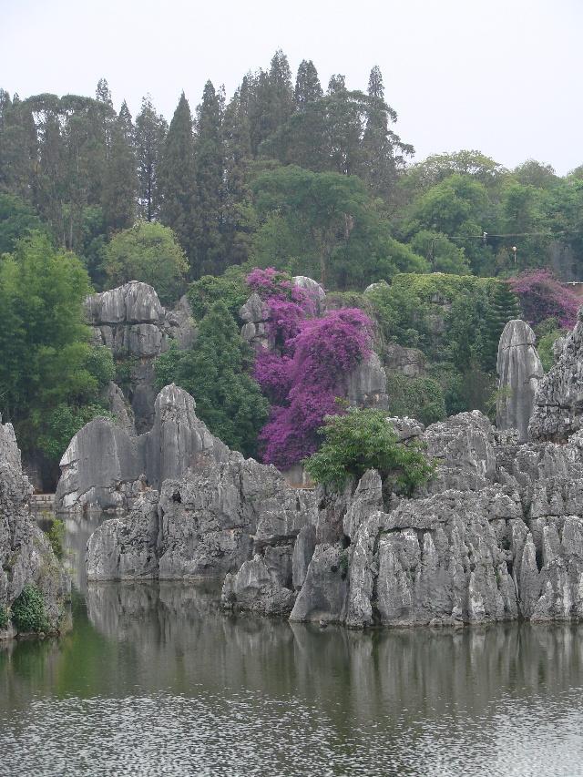 有石林风景区,黑松岩(乃古石林)风景区,飞龙瀑(大叠水)风景区,长湖